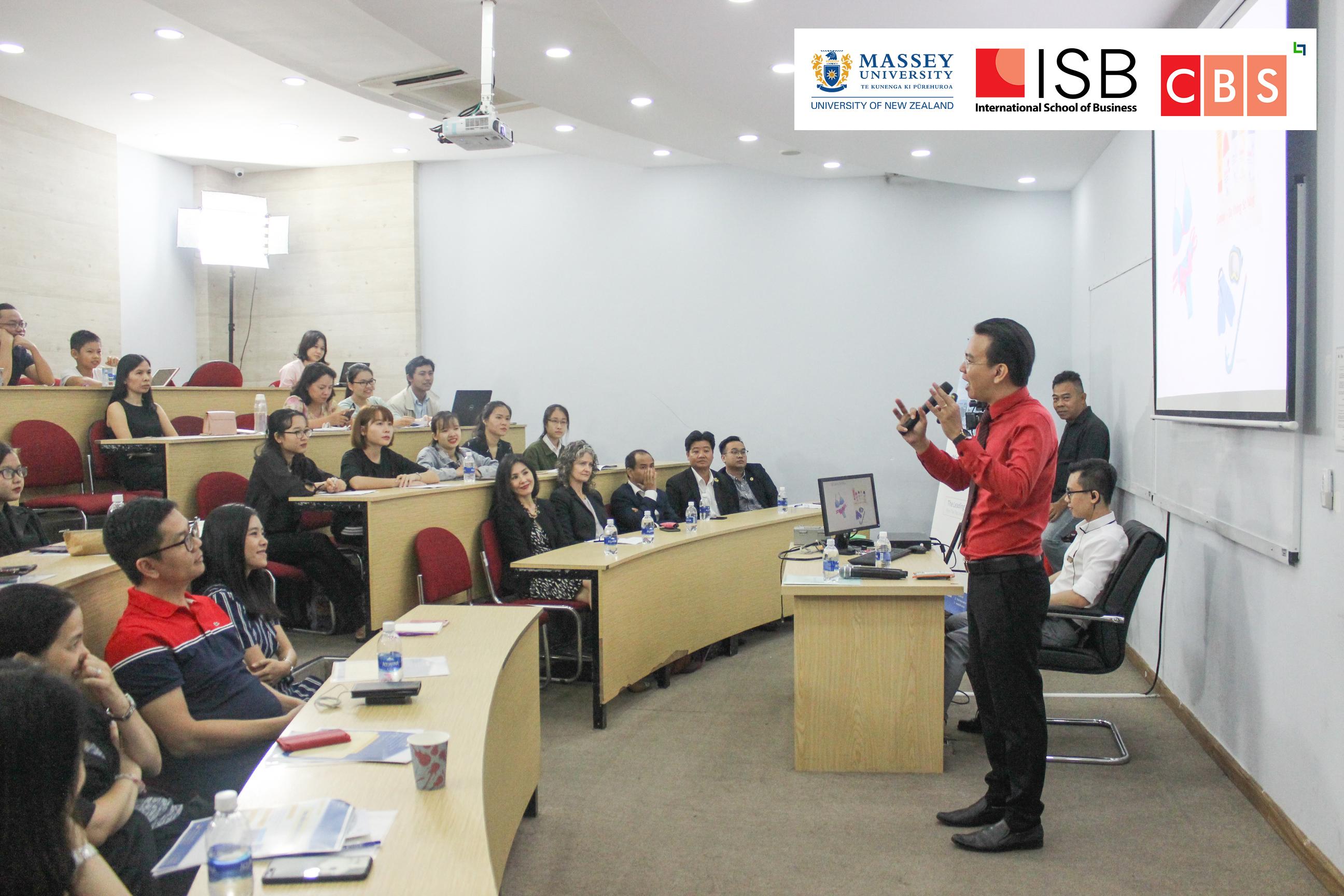 Tiến sĩ Đào Lê Hoà An dẫn chương trình