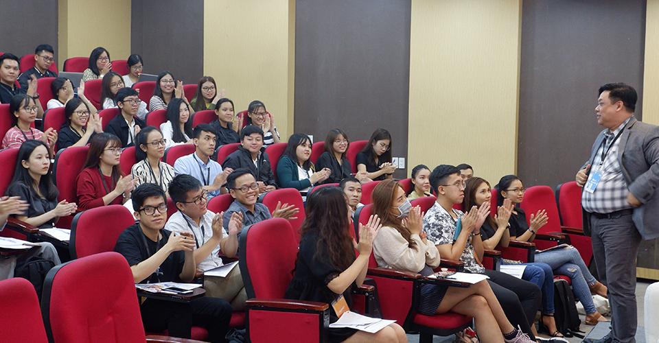 Viện ISB_ chia sẻ lợi ích khi theo học chương trình MBA.