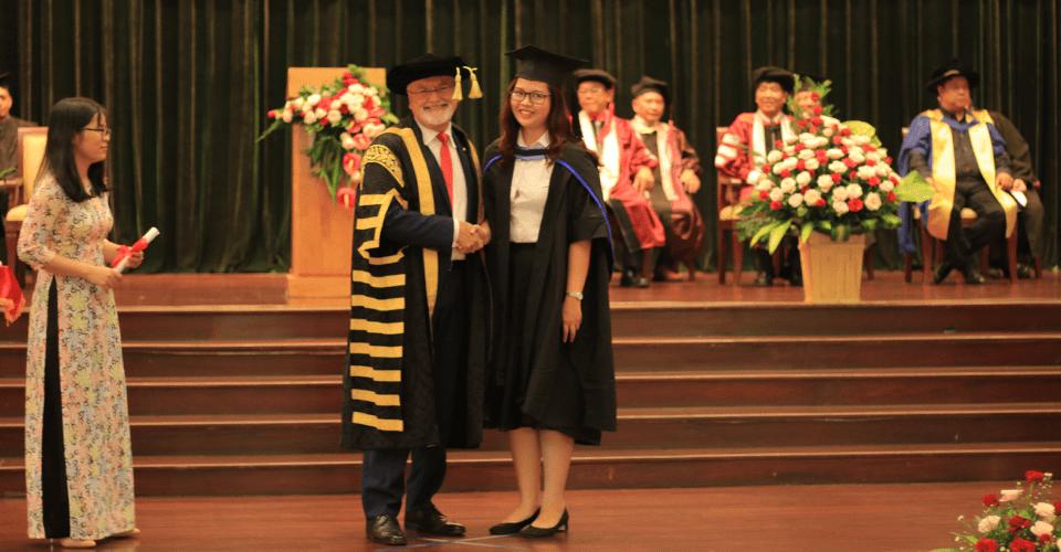 Học tại Việt Nam, sở hữu bằng MBA quốc tế