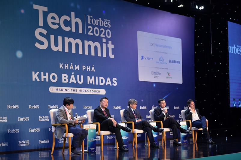 Ông Nguyễn Bá Quỳnh tham gia chia sẻ cùng các doanh nghiệp tại Tech Summit 2020 do Forbes Việt Nam tổ chức